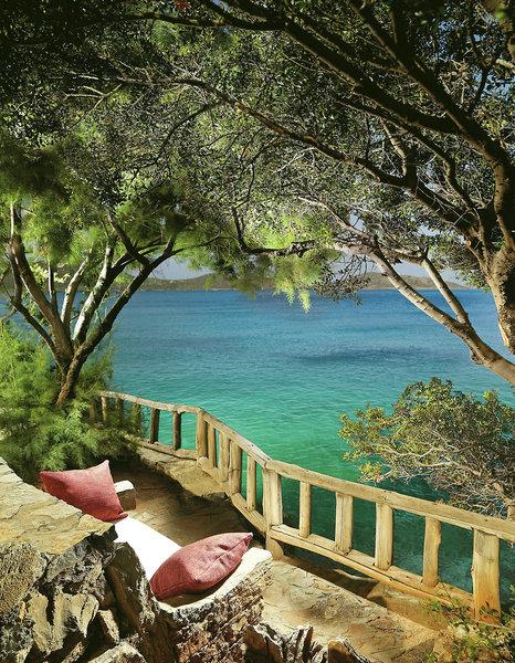 Elounda Mare Hotel Kreta - Relaxinhseln im Garten