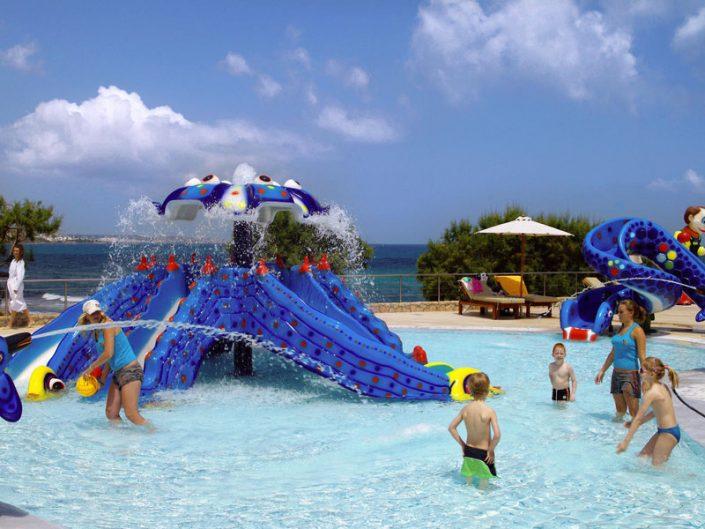 Ikaros Beach 5-Sterne Luxury Resort & Spa - Kinderspass im Wasser