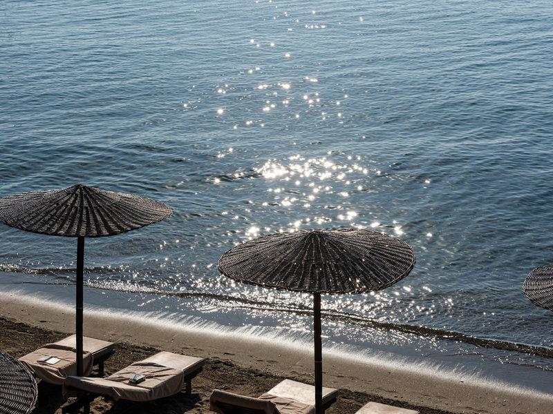 Kassandra Bay Skiathos Griechenland - Wunderbare Sonne spiegelt sich im Meer am Strand