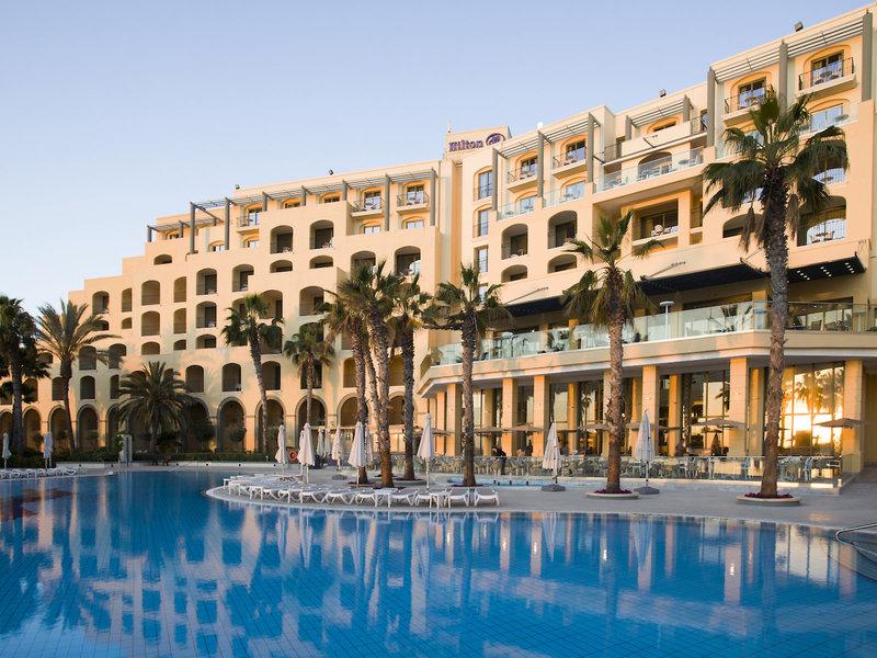 Anblick von Hotel und Hauptpool