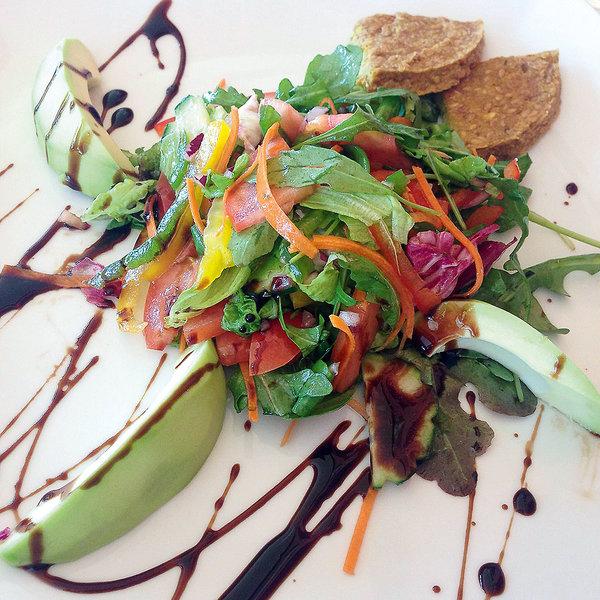 Ein kleiner Salat als Vorspeise