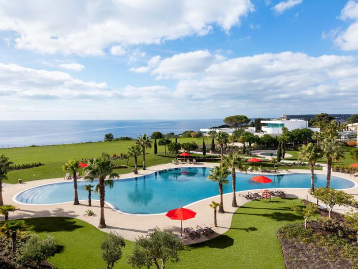 Cascade Wellness Resort Algarve - Am Pool im grossen Garten