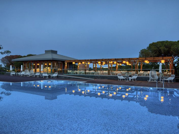 Epic Sana Albufeira an der Algarve - Abendstimmung am Pool