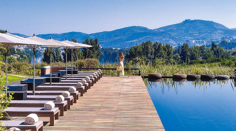 Six Senses Douro 5-Sterne im Douro Valley - Am Aussenpool entspannen