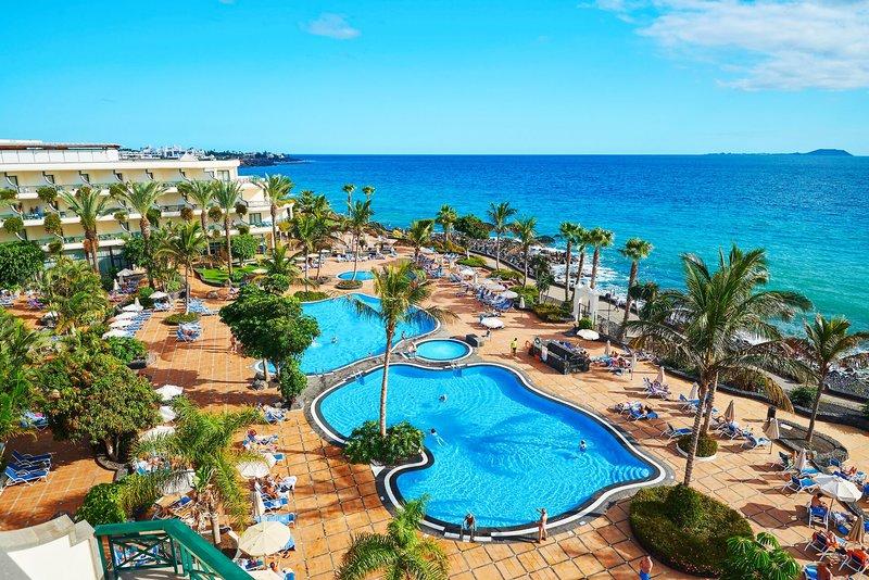 Hipotels Natura Palace Lanzarote - Farbenprächtiger Pool und Meer