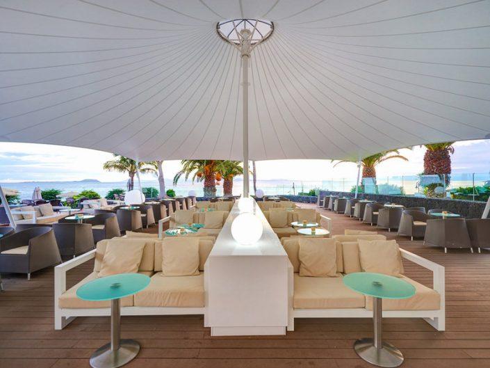 Hipotels Natura Palace Lanzarote - An der Bar in der Loungeecke
