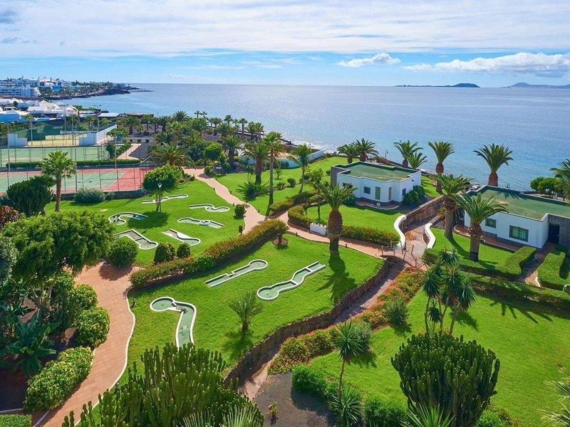 Hipotels Natura Palace Lanzarote - Blick über die Sportbereiche des Hotels