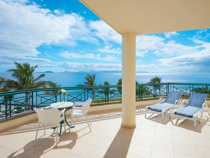 Hipotels Natura Palace Lanzarote - Wohnbeispiel mit Terrasse