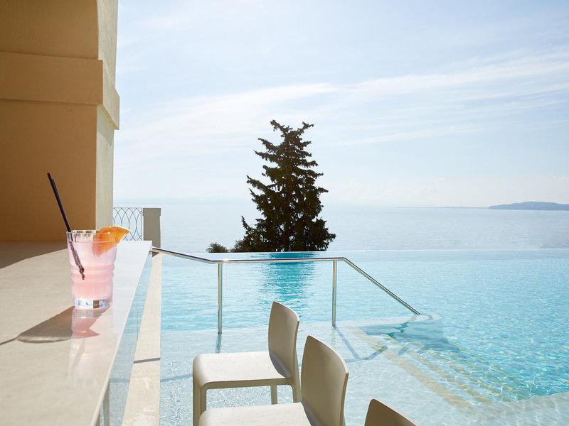 MarBella Nido Suite 5-Sterne Hotel - An der Poolbar