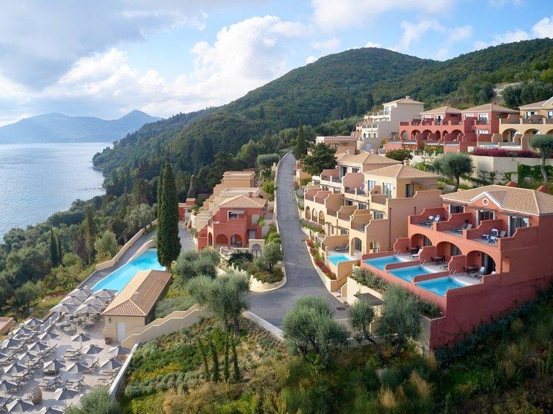 MarBella Nido Suite 5-Sterne Hotel - Blick über die Anlage am Hang