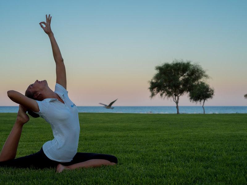 Apollo Blue Hotel Rhodos - Yoga am Abend