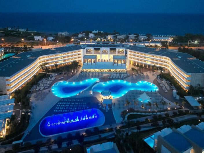 Das Resort bei Nacht