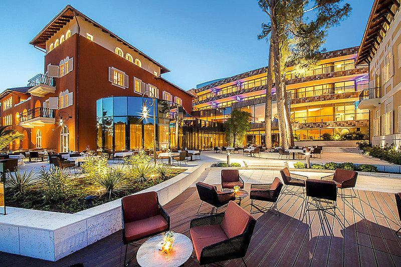 Boutique Hotel Alhambra Kroatien - Am Abend in der Bar