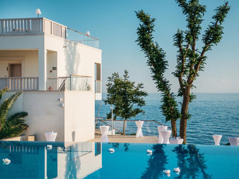 Valamar Collection Isabella Familienhotel - Blick vom Pool über das Mittelmeer