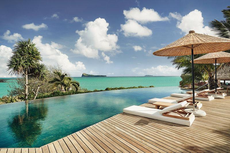 Paradise Cove Mauritius - Am Infinitypool mit Blick auf den Ozean