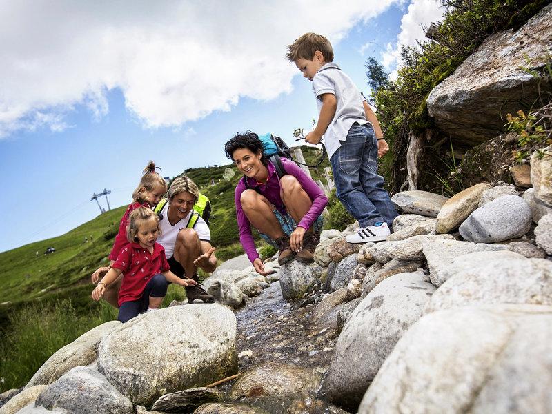 Kinderclub Falkensteiner Sonnenalpe - Beim Wandern mit den Kindern