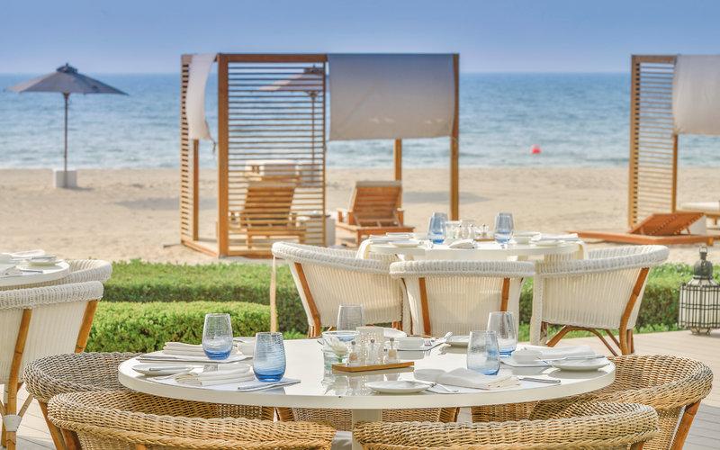 Oberoi Beach Resort Ajman - Im Restaurant am Strand