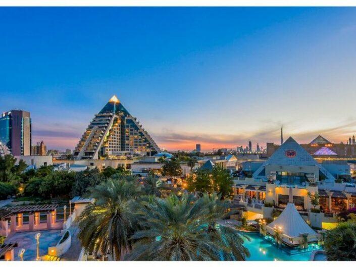 Luxushotel Raffles Dubai - Abendstimmung über Dubai mit Blick auf das Raffles