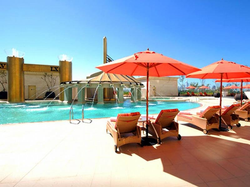 Luxushotel Raffles Dubai - Am Pool entspannen