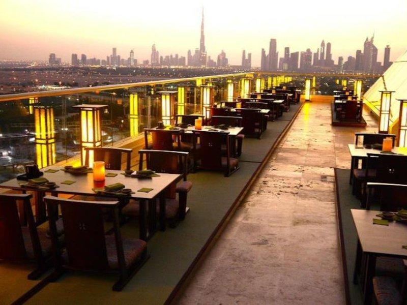 Luxushotel Raffles Dubai - Zum Dinner im Dachrestaurant
