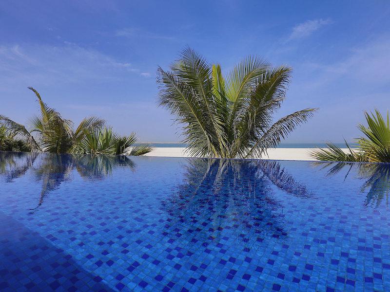 The Ritz-Carlton Ras Al Khaimah - Am Infinity Pool
