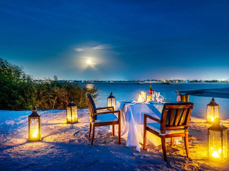 The Ritz-Carlton Ras Al Khaimah - Candlelight Dinner am Strand