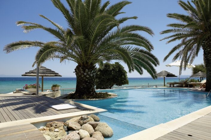 Afitis Boutique Hotel Chalkidiki - Pool unter Palmen