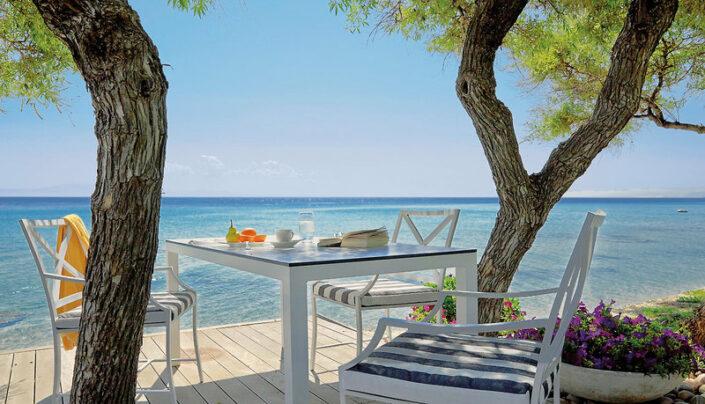 Entspannen auf der Terrasse bei einem Drink und einem guten Buch