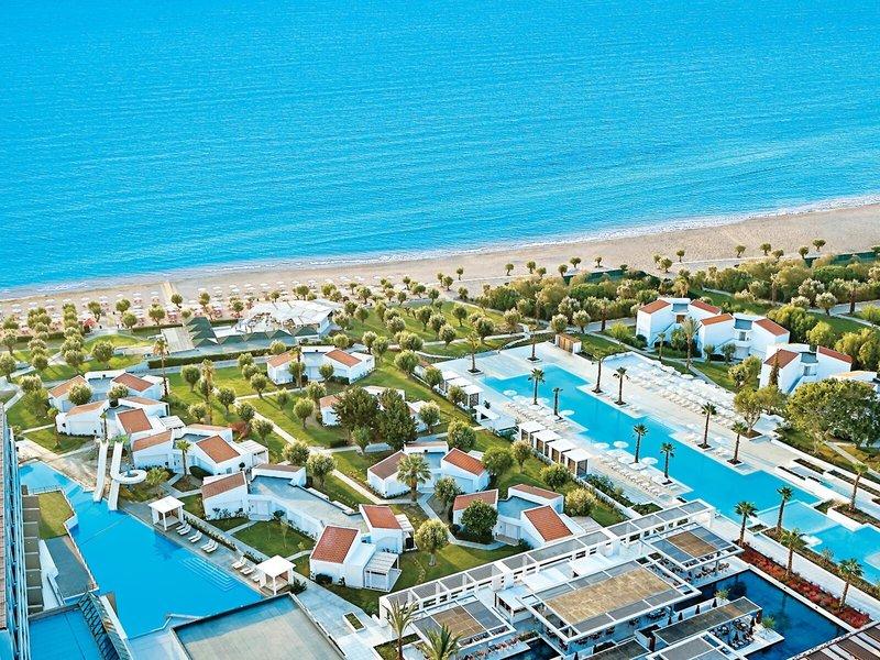 Kinderhotel Rhodos LUX ME - Blick über die Anlage, den Strand und das blaue Meer