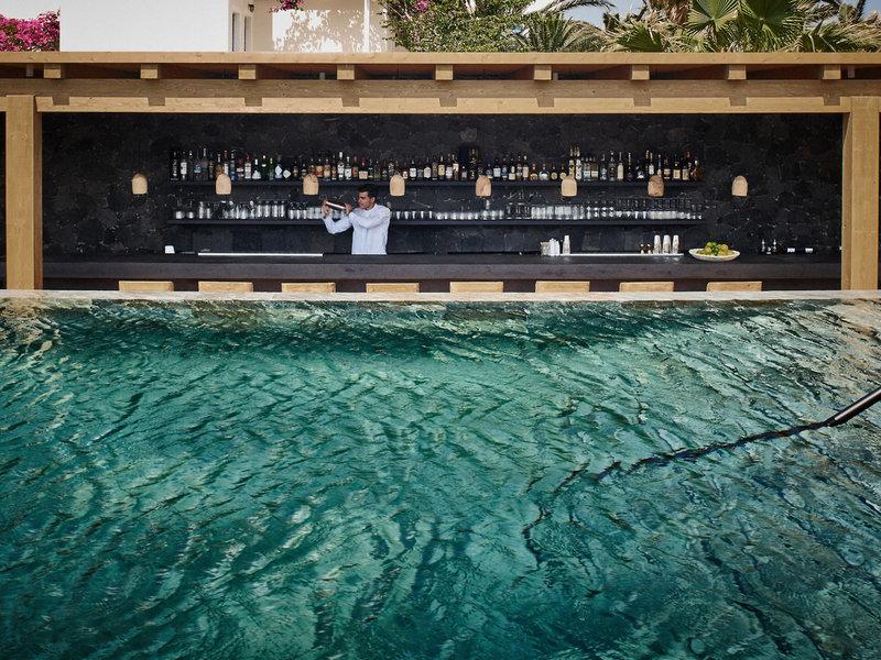 Istoria Santorin - Die Bar hinter dem Pool