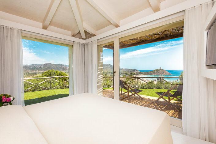 Chia Laguna Resort Sardinien - Wohnbeispiel mit Terrasse