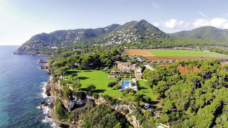 Can Simoneta Mallorca - Blick von oben auf die Anlage und die Küste