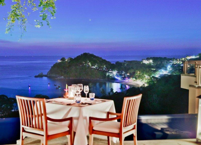 Pimalai Resort Koh Lanta - Dinner for Two am Abend mit grandiosem Blick auf Bucht und Meer