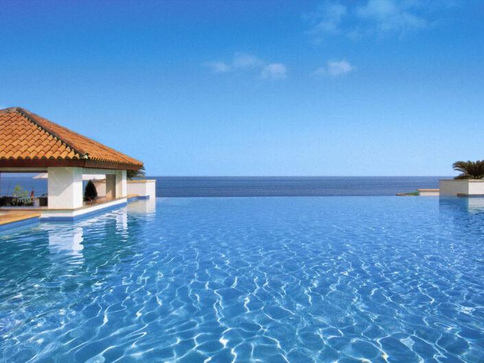 Anassa Luxushotel Zypern - Der Infinitypool geht wirklich bis zum Meer