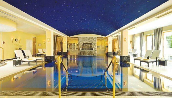 Althoff Grandhotel Schloss Bensberg - Am Indoor Pool des Schlosses