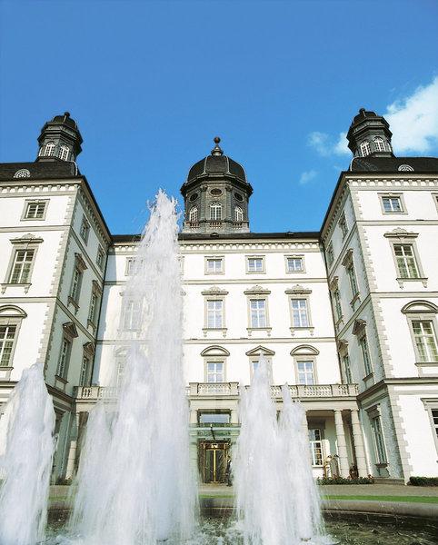 Am Springbrunnen vor dem Schloss