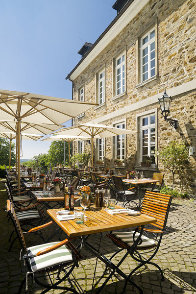 Althoff Grandhotel Schloss Bensberg - Auf der wunderbaren Restaurant Terrasse speisen