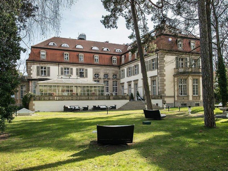 Patrick Hellmann Schlosshotel Grunewald Berlin - Im Garten unterwegs
