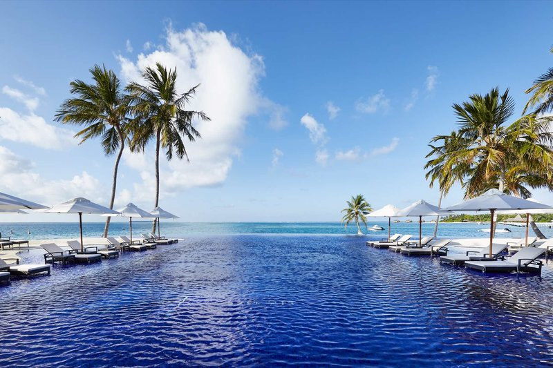 Conrad Rangali Island Malediven - Am wundervollen Infinitypool