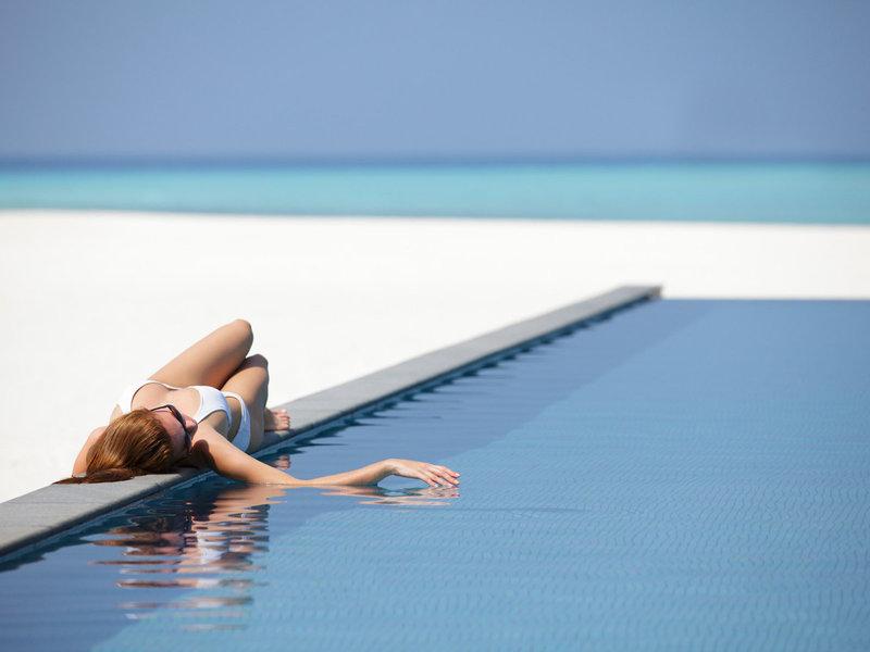 Four Seasons Resort Malediven - Entspannung am Pool