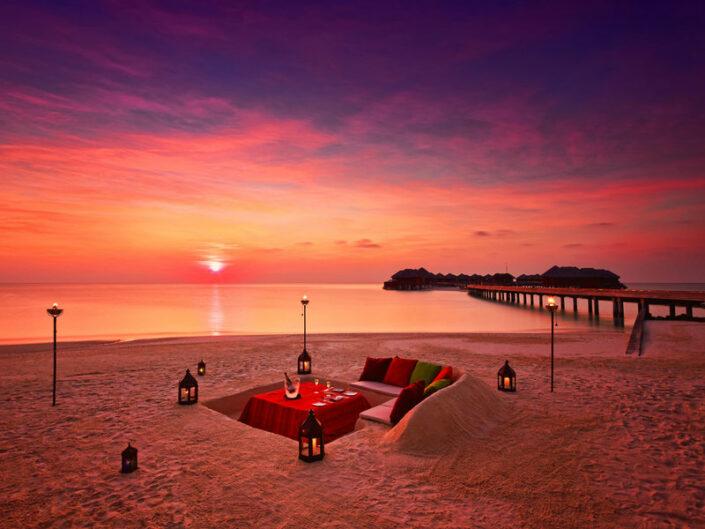 Huvafen Fushi Maldiven - Dinner am Strand