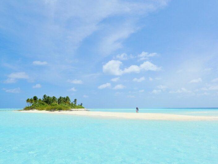 Six Senses Laamu Malediven - Spaziergang am Strand