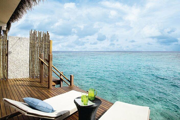 Taj Coral Reef Malediven - Wohnbeispiel Villa mit Terrasse über dem Ozean
