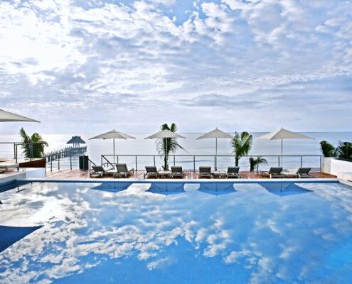 Blue Diamond Hotel Mexiko - Am Pool mit Blick auf das Meer