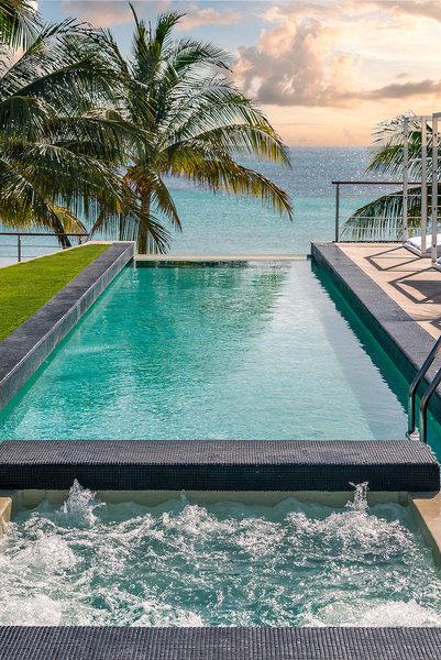 Blue Diamond Hotel Mexiko - Im Infinitypool