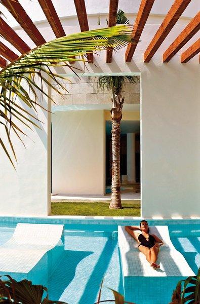 Excellence Playa Mujeres Cancun - Im Pool auf Poolloiegen und entspannen