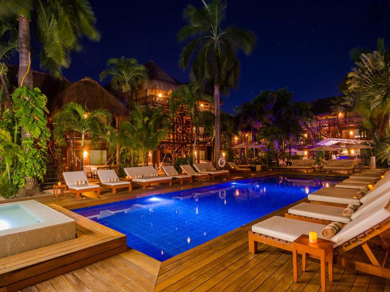 Magic Blue Hotel Yucatan - Auf dem Weg in die Bar bei Nacht