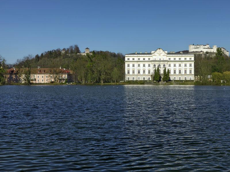 Schloss Leopoldskron Österreich - Das Schloss mit der Festung Hohensalzberg