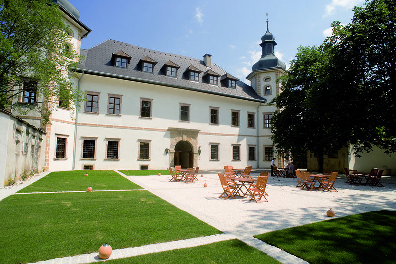 JUFA Hotel Schloss Röthelstein/Admont - Im Schloss Innenhof