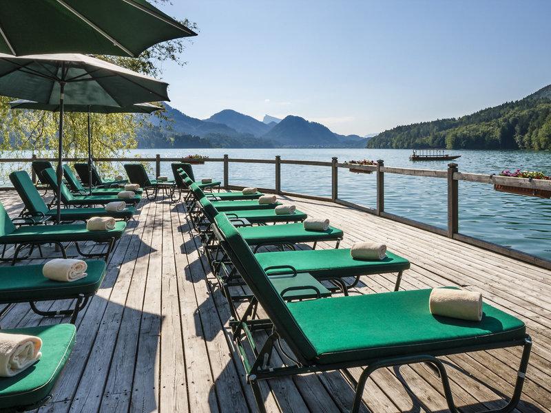 Schloss Fuschl am See - Am eigenen Badesteg mit bequemen Liegen